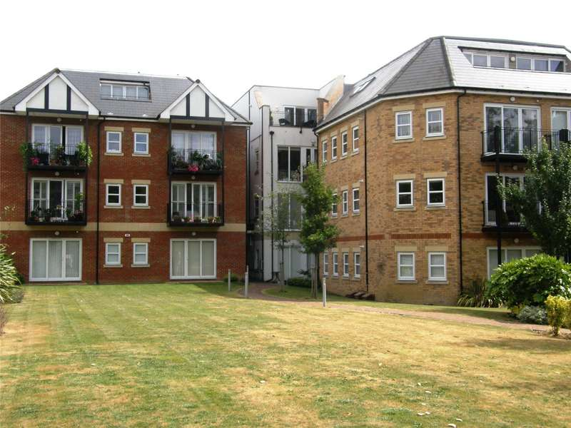 2 Bedrooms Flat for sale in Monroe House, 12-16 Church Hill, Loughton, Essex, IG10