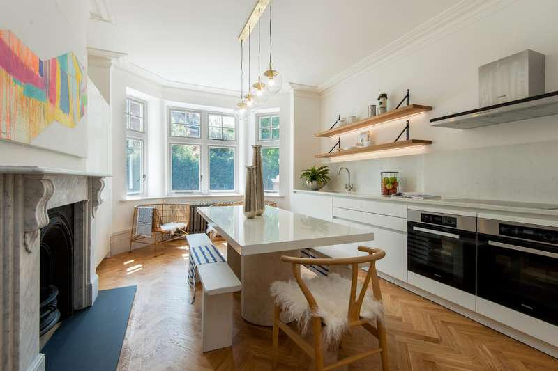 3 Bedrooms Flat for sale in East Heath Road, Hampstead Village