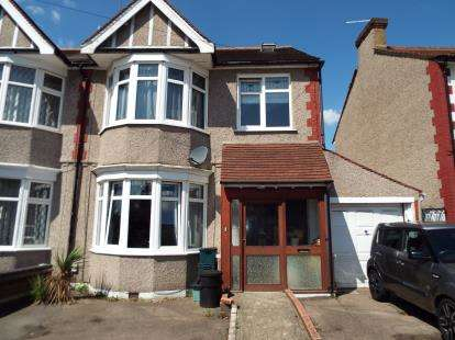 4 Bedrooms End Of Terrace House for sale in Barkingside, Ilford, Essex