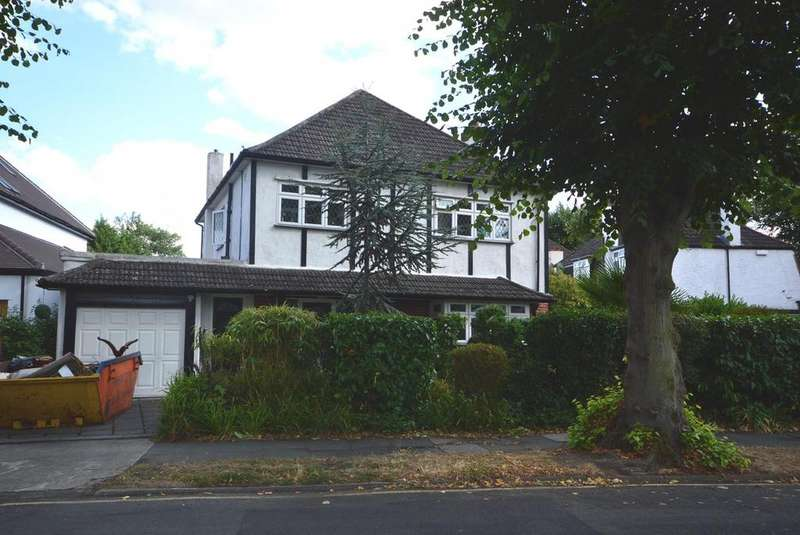 4 Bedrooms Detached House for sale in Castellan Avenue, Gidea Park, Romford, RM2