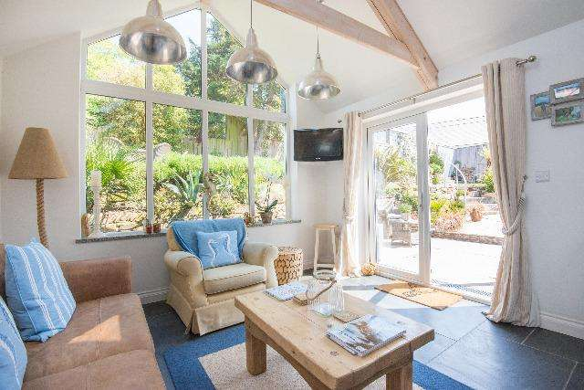 4 Bedrooms House for sale in Curlew Cottage, Rock Road, Rock