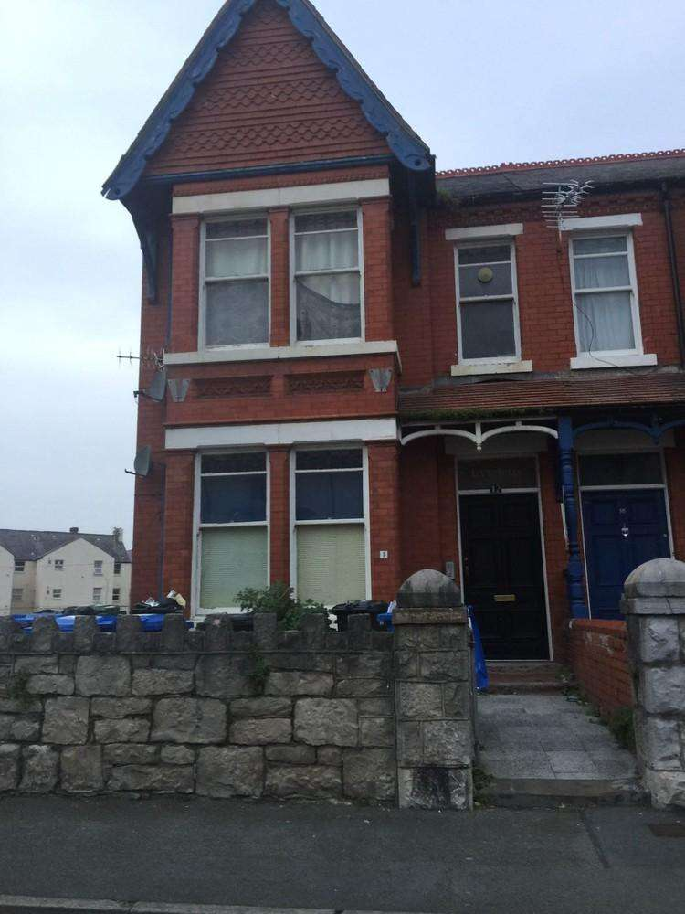 4 Bedrooms Detached House for sale in Semi detached house which converted to 4 one bed room flats in 2008. each flat has a long lease and we also sell the...