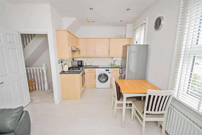 2 Bedrooms Flat for sale in Clifton Park Avenue, Raynes Park