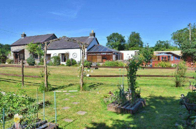 3 Bedrooms Detached House for sale in , Llanybydder