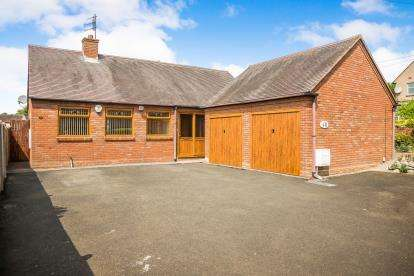 3 Bedrooms Bungalow for sale in Quarry Rd, Dudley, West Midlands