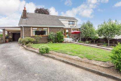 4 Bedrooms Detached House for sale in Lady Watson Gardens, Hamilton