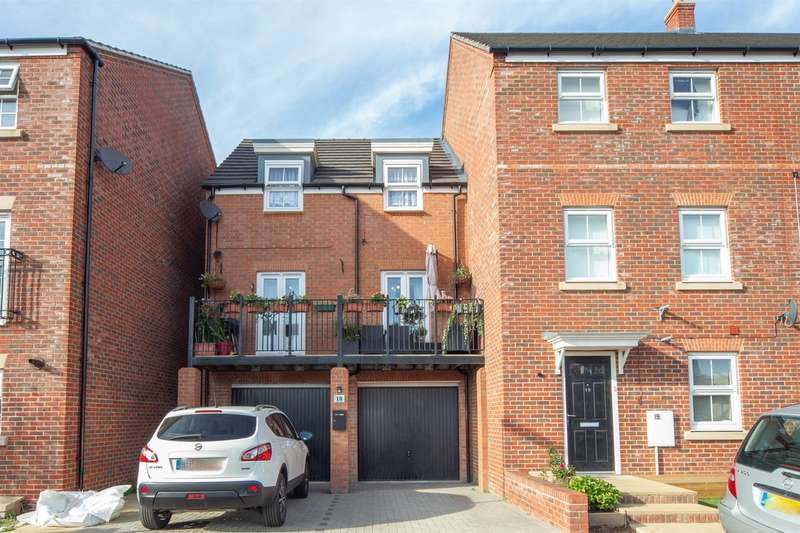 3 Bedrooms End Of Terrace House for sale in Limestone Grove, Houghton Regis, Dunstable