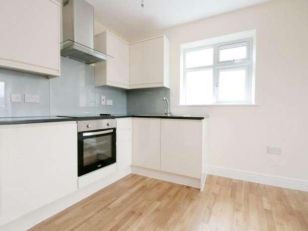 2 Bedrooms Flat for sale in Northfield Avenue, Ealing