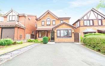 3 Bedrooms Detached House for sale in Hutchins Lane, Oldham, OL4 2RF