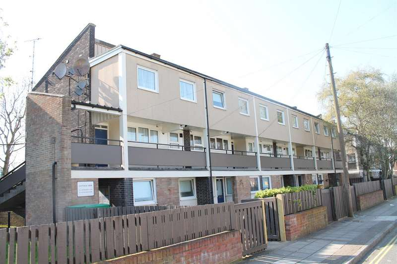 3 Bedrooms Maisonette Flat for sale in Cottage View, Portsmouth