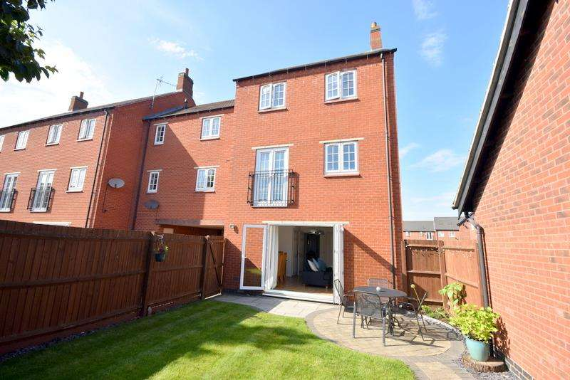 3 Bedrooms Town House for sale in Empingham Drive, Syston, Leicester