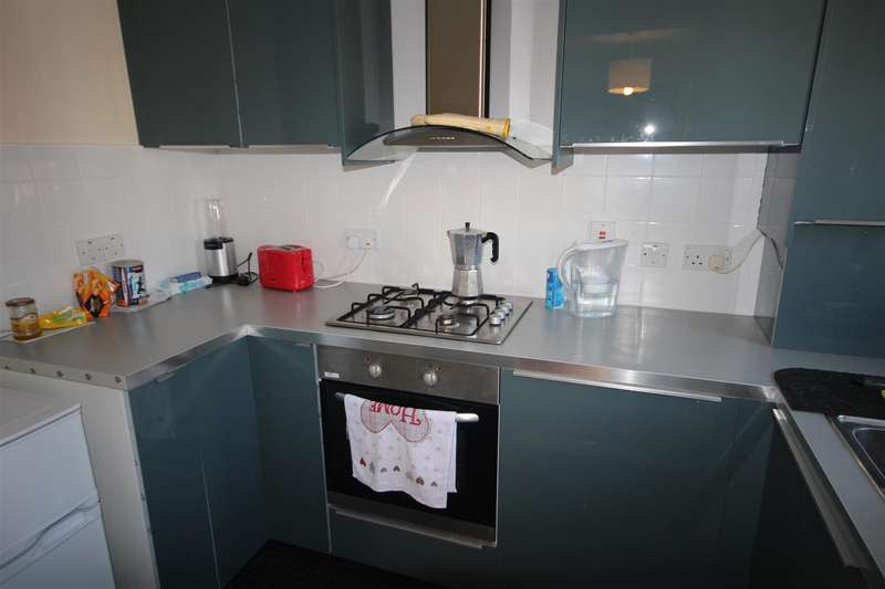 2 Bedrooms Flat for sale in Beechwood Grove, Acton, W3 7HX