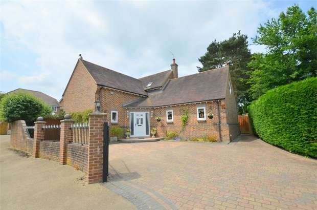 5 Bedrooms Detached House for sale in Herons Mead, Throop Road, Throop