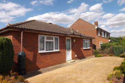 2 Bedrooms Bungalow for sale in Glebe Road, Biggleswade, Bedfordshire