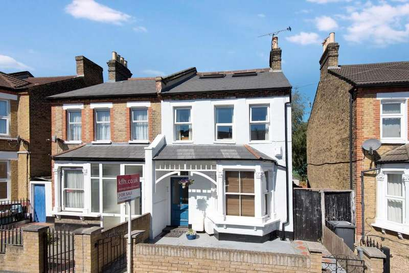 3 Bedrooms Flat for sale in Albacore Crescent, Lewisham