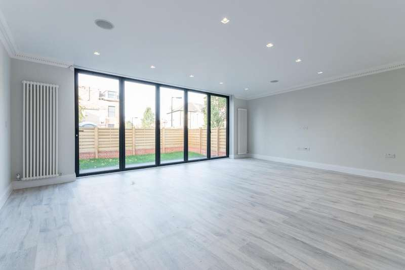 4 Bedrooms Detached House for sale in Landcroft Road East Dulwich SE22