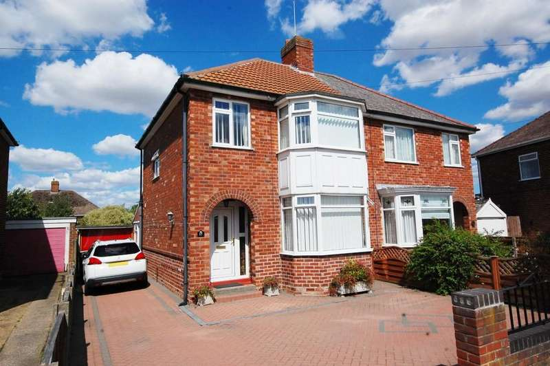 3 Bedrooms Semi Detached House for sale in 17 Southlands Avenue, Louth, LN11 8EW