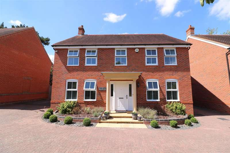 5 Bedrooms Detached House for sale in Horsecroft Way, Tilehurst, Reading