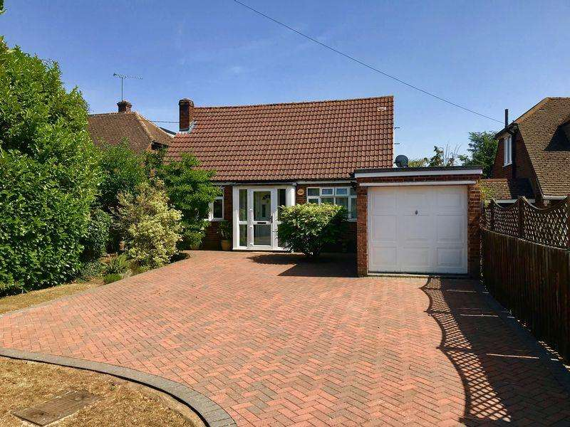 3 Bedrooms Detached House for sale in Immaculate Chalet On A Large Plot