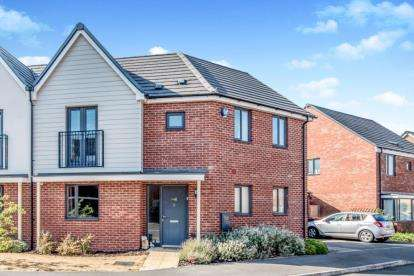 3 Bedrooms Semi Detached House for sale in Ellis Close, Wootton, Bedford, Bedfordshire