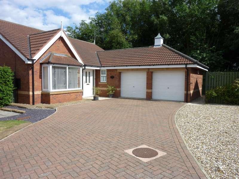 3 Bedrooms Bungalow for sale in Cadman Road, Bridlington, YO16 6YZ