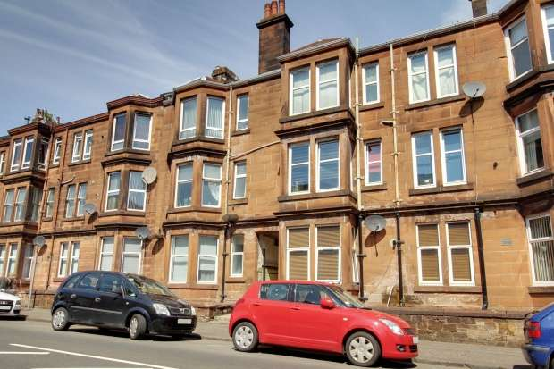 2 Bedrooms Flat for sale in Cardwell Road, Gourock, Renfrewshire, PA19 1UG