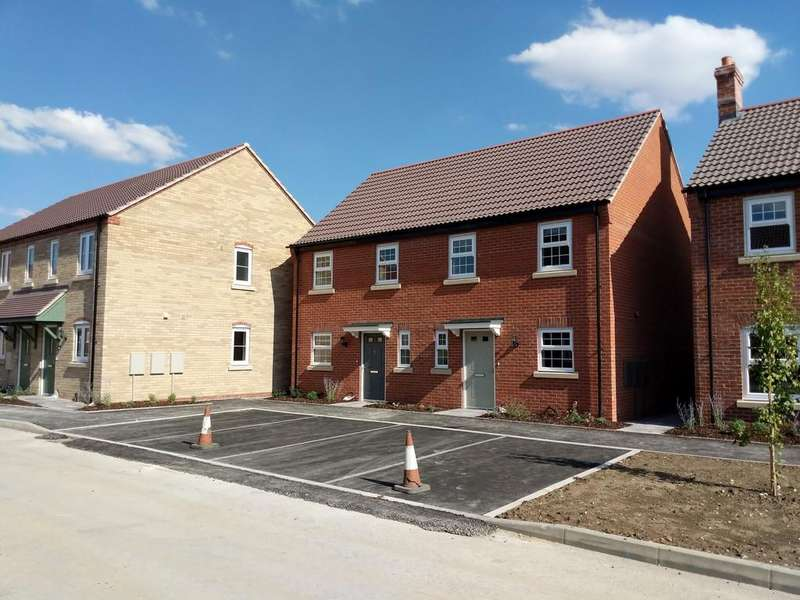 3 Bedrooms Semi Detached House for sale in David Todd Way, Bardney, Lincoln