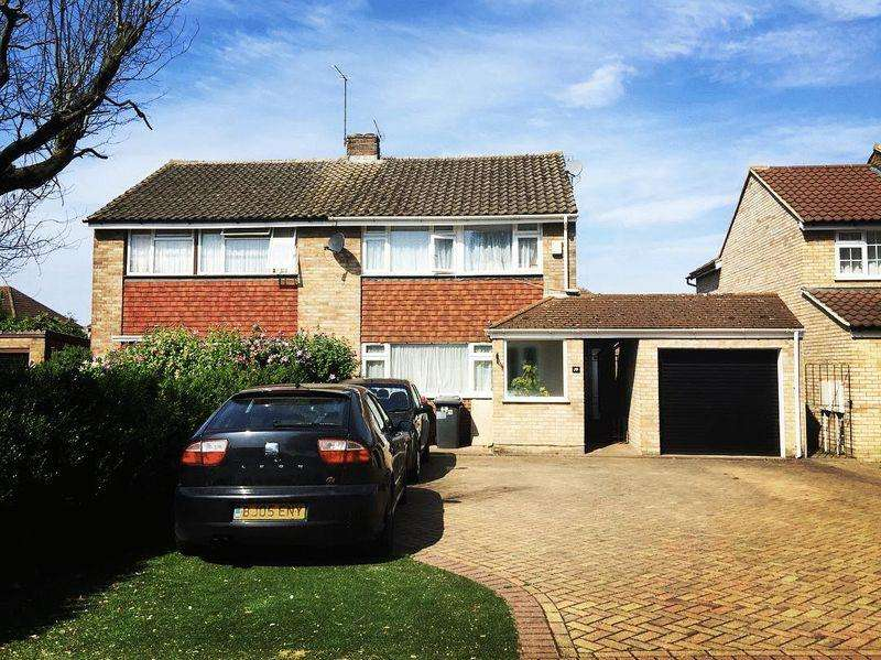 3 Bedrooms Semi Detached House for sale in Thames Road, Langley