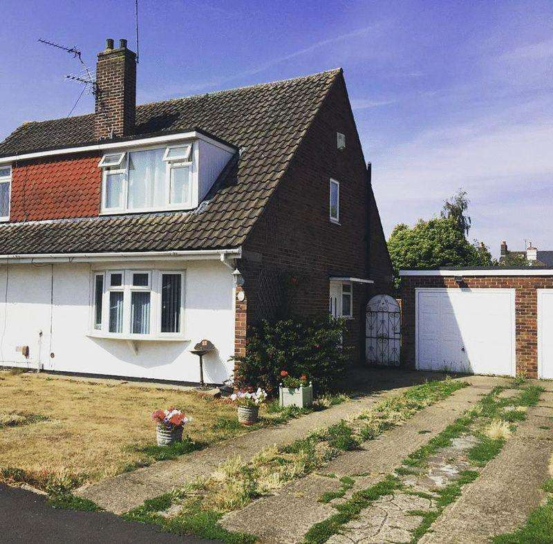 3 Bedrooms Semi Detached House for sale in Ember Road, Langley