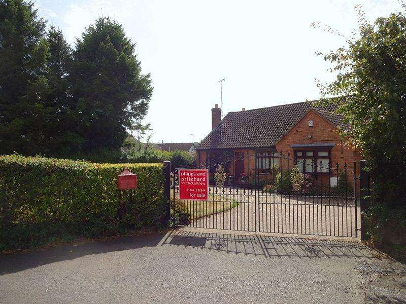 5 Bedrooms Detached Bungalow for sale in Areley Common, Stourport-On-Severn DY13 0NQ