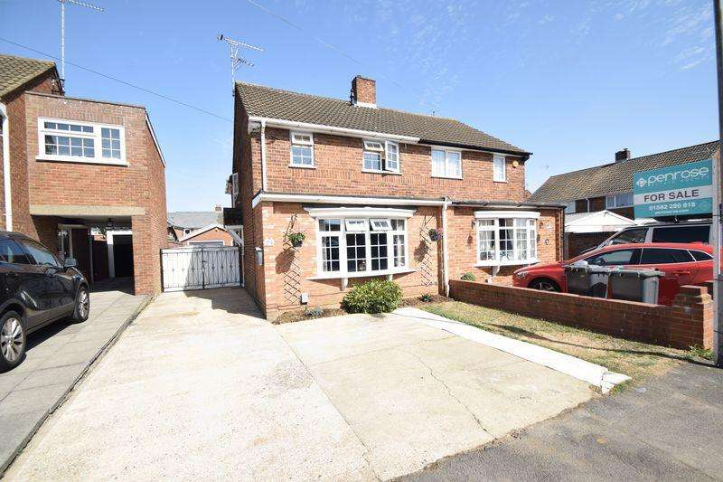 3 Bedrooms Semi Detached House for sale in Hornsby Close, Luton