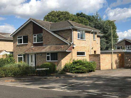 5 Bedrooms Detached House for sale in Fleet, Hampshire, .