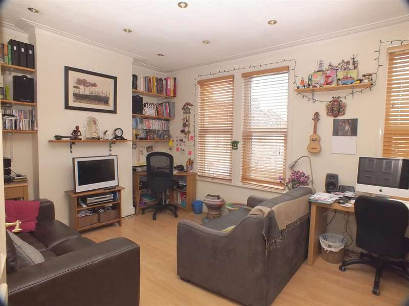 1 Bedroom Flat for sale in Bolton Road, Harlesden, nw10 4bg