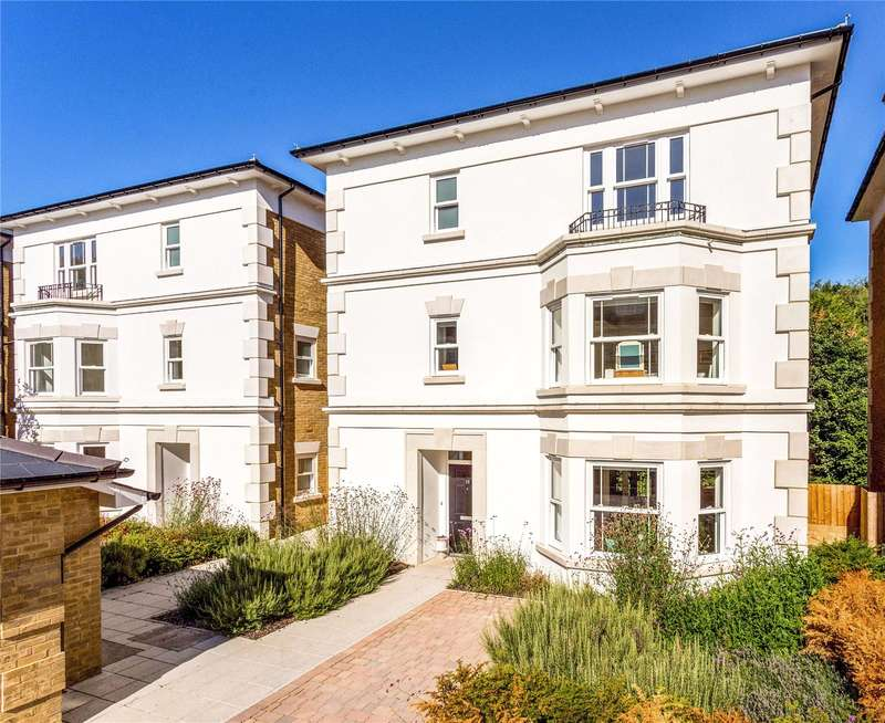 5 Bedrooms Detached House for sale in Kings Avenue, Royal Wells Park, Tunbridge Wells, Kent, TN4