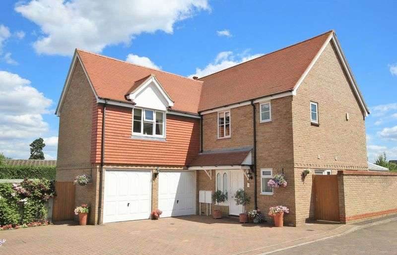 4 Bedrooms Property for sale in Whitehead Close, Writtle, Chelmsford, Essex
