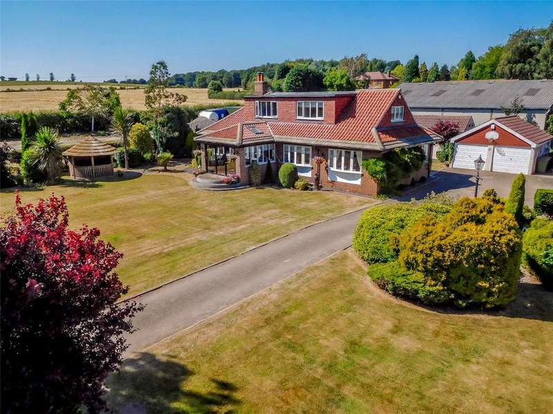 5 Bedrooms Detached House for sale in Hundhill Bungalow, Hundhill, East Hardwick, West Yorkshire, WF8
