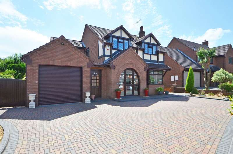 4 Bedrooms Detached House for sale in Chesham Grove, Meir Park, ST3 7XP