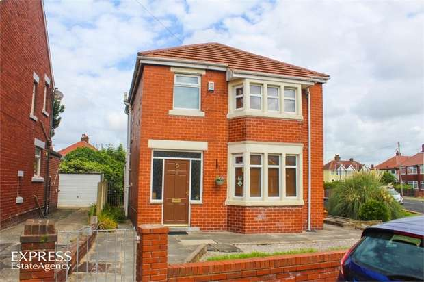 3 Bedrooms Detached House for sale in Hathaway, Blackpool, Lancashire