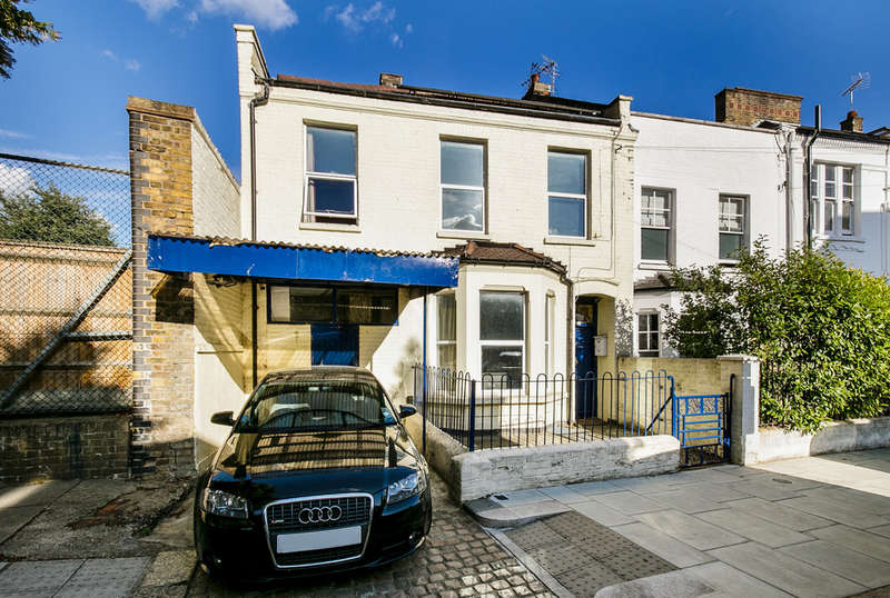 5 Bedrooms End Of Terrace House for sale in Middle Row, London