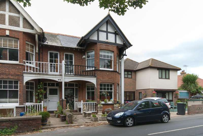 4 Bedrooms Semi Detached House for sale in Minster Road, Westgate-On-Sea