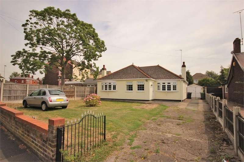3 Bedrooms Detached Bungalow for sale in Highfield Road, WIDNES, Cheshire