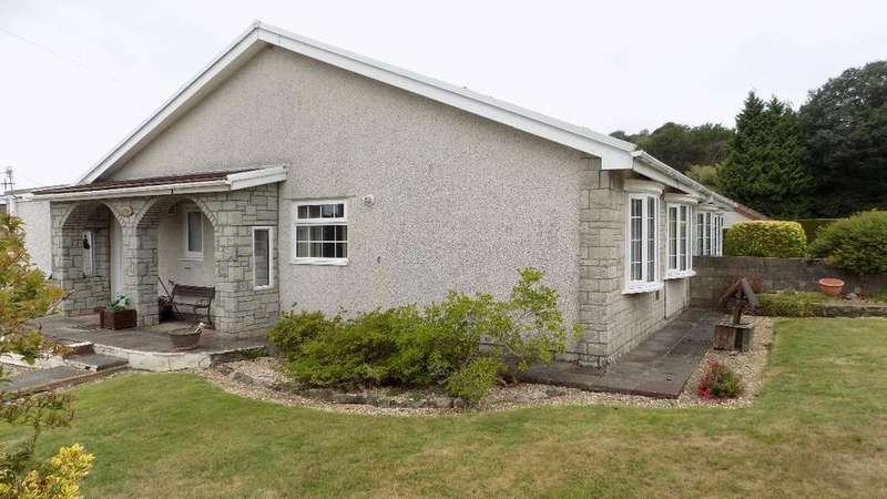 3 Bedrooms Bungalow for sale in Woodland Drive, Trinant. NP11 3LP.