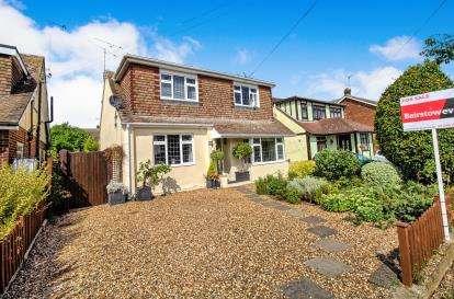 4 Bedrooms Bungalow for sale in Wickford, Essex