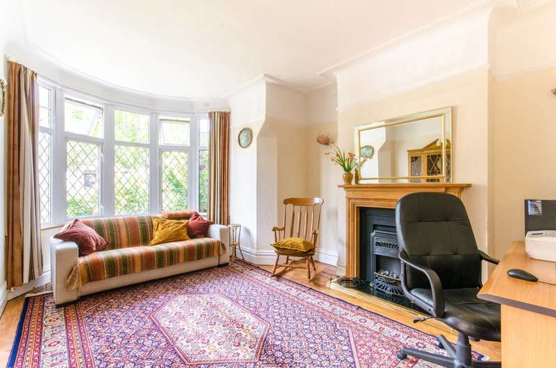 3 Bedrooms Semi Detached House for sale in Bramber Road, North Finchley, N12