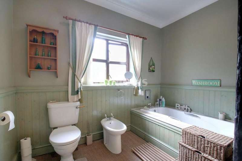 4 Bedrooms Bungalow for sale in Old Brewery Lane, Rhymney