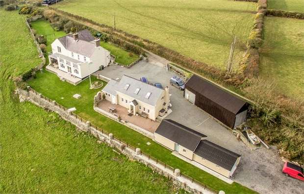5 Bedrooms Detached House for sale in Trefdraeth, Bodorgan, Anglesey