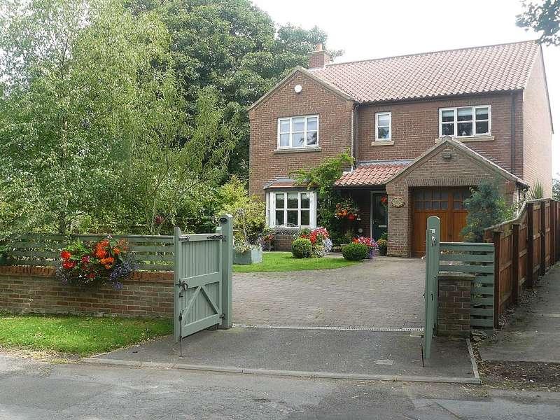4 Bedrooms Detached House for sale in Hambleton House, Deighton, Northallerton, North Yorkshire, DL6 2SJ