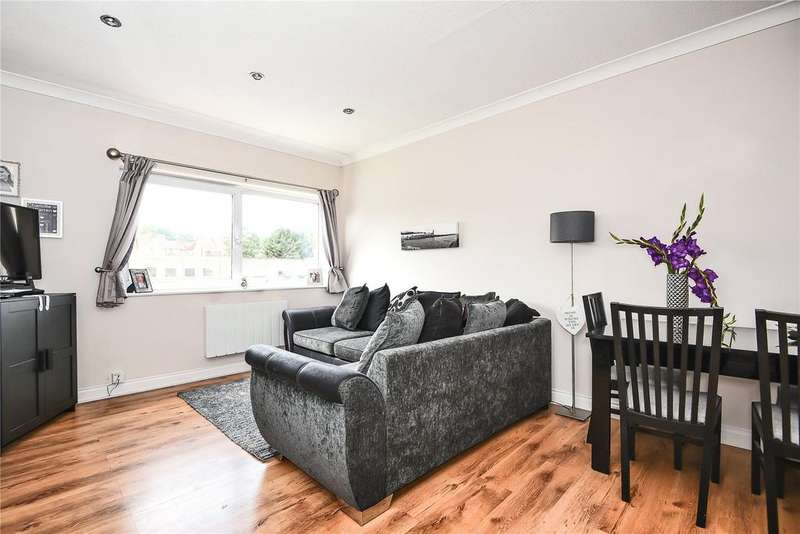 2 Bedrooms Apartment Flat for sale in Glenwater House, Western Dene, Hazlemere, High Wycombe, HP15