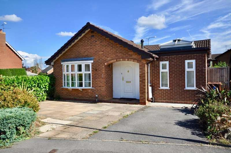 3 Bedrooms Detached Bungalow for sale in Sunderland Close, Woodley, Reading, RG5 4XR