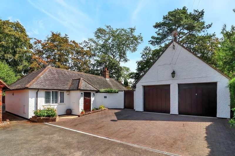 4 Bedrooms Detached Bungalow for sale in Grange Drive, Chartridge, HP5